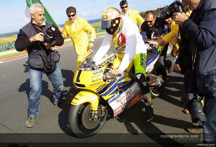 rossi honda campeon de 500cc 2t 2 tiempos ultimo titulo phillip island dorsal numero 1