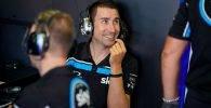 David Muñoz en el box del Sky Racing Team VR46