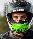 Motorista con casco