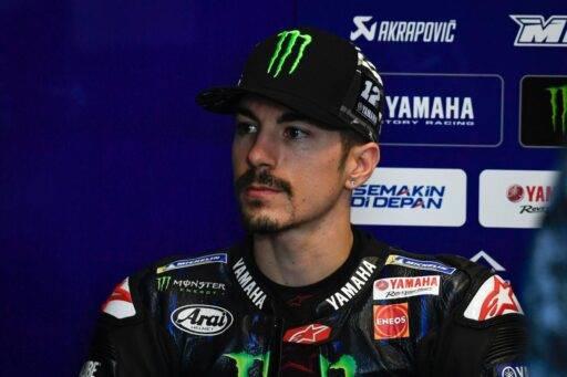 Maverick Viñales en el box de Yamaha durante los últimos test de MotoGP