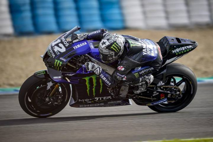 Maverick Viñales pilotando la Yamaha durante los últimos test de pretemporada