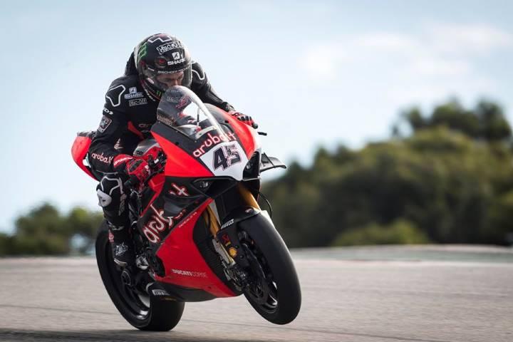 Scott Redding a los mandos de la Ducati durante los test de Portimao