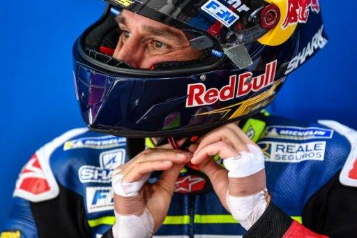 Johann Zarco en el box del Reale Avintia durante los últimos test de pretemporada de MotoGP