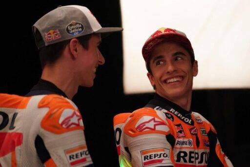Marc Márquez junto a su hermano Álex Márquez en la presentación del equipo oficial de Honda de MotoGP