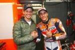 Casey Stoner y Marc Márquez en el box de Honda durante una carrera de MotoGP