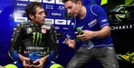 Jorge Lorenzo junto a Valentino Rossi durante los últimos test de MotoGP en el box de Yamaha