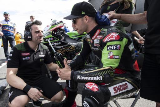 Jonathan Rea junto a su Kawasaki momentos antes de arrancar la carrera de WorldSBK en Australia
