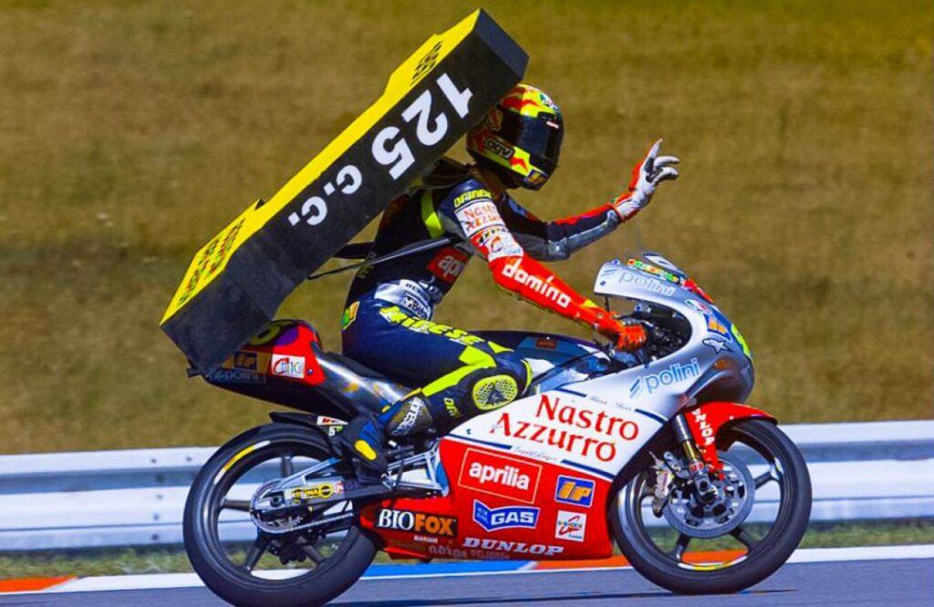 Valentino Rossi en su etapa en 125cc pilotando la Aprilia