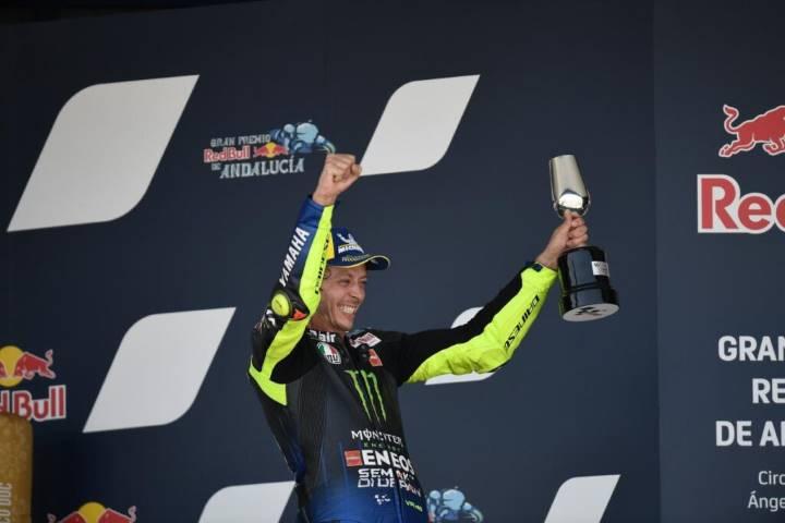 Valentino Rossi en el podio del Gran Premio de Andalucía de MotoGP
