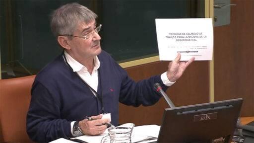 Mateo Lafragua defendiendo su trabajo sobre resaltos en el Parlamento Vasco