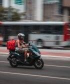 peligros y anécdotas de repartir en moto