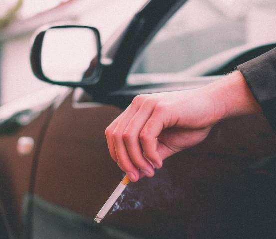 cigarro conduciendo
