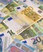 Imagen con varios billetes de euro